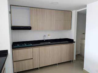 Una cocina con una estufa de fregadero y microondas en Apartamento en venta de 74 m2, Cabañas-Bello