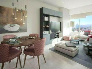 Una sala de estar llena de muebles y una gran ventana en UPLACE