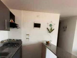 Un cuarto de baño con lavabo y ducha en Apartamento en venta en La Paz, Envigado