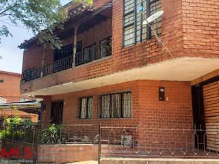 Un edificio de ladrillo con un edificio de ladrillo rojo en Santa Fe