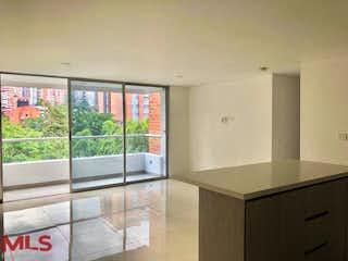 Una cocina con un gran ventanal y un gran ventanal en Montecarlo