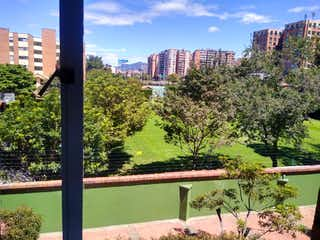 Un banco del parque delante de un edificio alto en PARA VENTA ACOGEDOR APTO 112 M2 EN RECODO DEL COUNTRY-JA