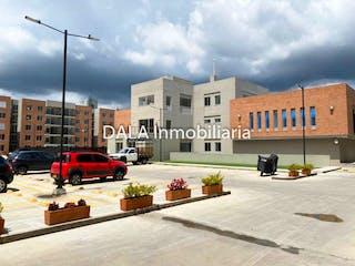 Un grupo de coches estacionados delante de un edificio en SE VENDE APARTAMENTO EN CAJICA CUNDINAMARCA