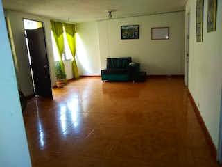Una sala de estar llena de muebles y un suelo de madera dura en Apartamento en venta en Santa Ana, de 105mtrs2