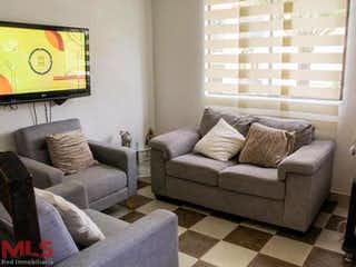 Una sala de estar llena de muebles y una ventana en Condominio La Palma