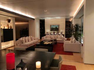 Una sala de estar llena de muebles y una televisión de pantalla plana en Departamento en Venta en Lomas de Vista Hermosa Cuajimalpa de Morelos