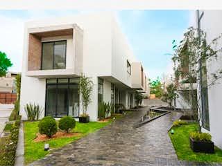Una vista de una calle frente a una casa en Casa en venta en Tetelpan de 3 alcobas