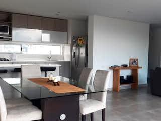 Una cocina con una mesa y una mesa en Apartamento en venta en Loma del Chocho, de 150mtrs2