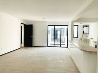 Una gran cocina blanca con un gran ventanal en Departamento en venta en Militar Marte de 2 hab.