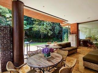 Una sala de estar llena de muebles y una televisión de pantalla plana en Casa en venta en Las Palmas de 4 habitaciones