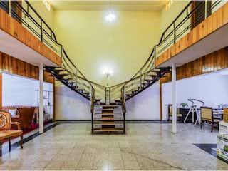 Una habitación llena de un montón de muebles de madera en Casa en venta en Reforma Iztaccíhuatl Norte, 345m²