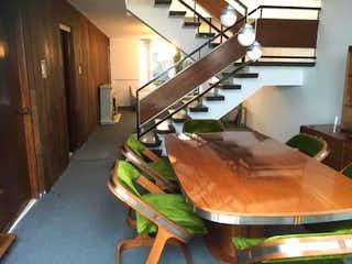 Una habitación llena de un montón de muebles de madera en Casa en Venta en Valle del Tepeyac Gustavo A. Madero