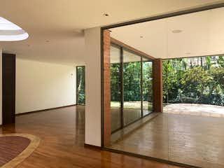 Una vista de una sala de estar desde el pasillo en Venta de casa en San Lucas, El Poblado