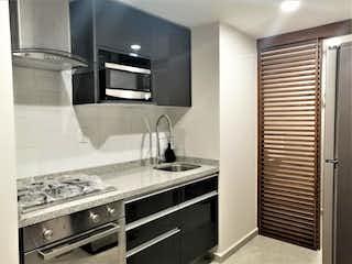 Una cocina con un fregadero y un horno de cocina en Departamento en venta en Anáhuac de 2 hab. con Gimnasio...