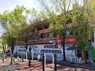 Un par de señales callejeras en una calle en Departamento en venta en Asturias 56m²