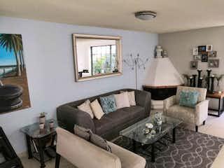 Una sala de estar llena de muebles y una ventana en Casa en Venta en La Magdalena La Magdalena Contreras