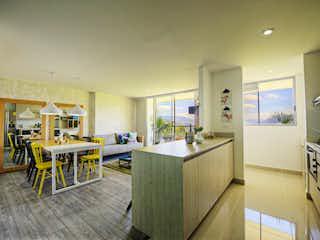 Una cocina llena de mucho espacio en la parte superior del mostrador en Natura