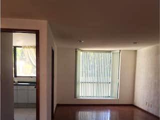 Una sala de estar con suelos de madera y paredes en Casa en Venta en San Jeronimo Lidice La Magdalena Contreras