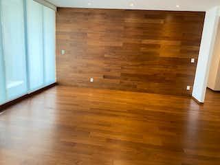 Una puerta de madera en una habitación con suelo de madera en Departamento en Venta en San Mateo Tlaltenango Cuajimalpa de Morelos