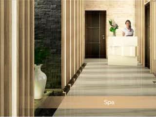 Un cuarto de baño con dos lavabos y un espejo en Departamento en venta en Condesa de 2 recámaras