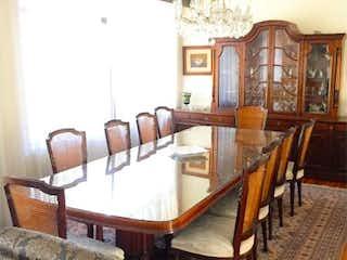 Una sala de estar llena de muebles y una ventana en Casa en Venta en Polanco I Sección Miguel Hidalgo