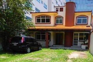Casa en venta en Fuentes del Pedregal, 327 m² con jardín