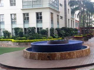 Una gran fuente en frente de un edificio en Departamento en venta en Granada con Jardín...