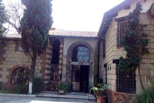 Casa en venta en Santa Cruz Xochitepec, 570 m² con jardín