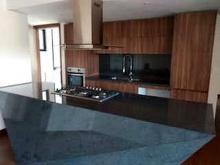 Una cocina con lavabo y microondas en Departamento en venta en Lomas De Chapultepec con Gimnasio...