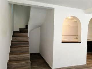 Un inodoro blanco sentado en un rincón de una habitación en Casa en Venta en Santa Ana Zapotitla Tláhuac
