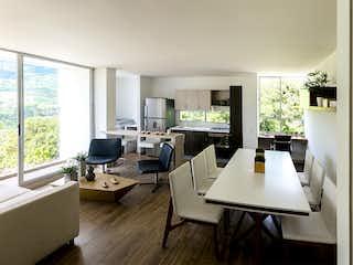Una sala de estar llena de muebles y una gran ventana en Oporto Campestre