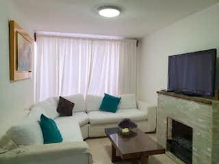 Una sala de estar llena de muebles y una chimenea en Departamento en venta en Niños Héroes de 60m² con Bbq...