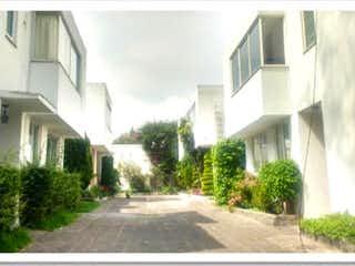 Una vista de una calle con un edificio en el fondo en Casa en Venta en San Jeronimo Lidice La Magdalena Contreras