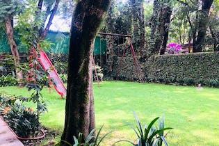 Casa en venta en Chimalistac, 781 m² con jardín