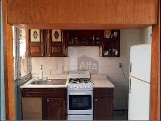 Una cocina con una estufa y un fregadero en Casa en venta en Industrial, 391m²