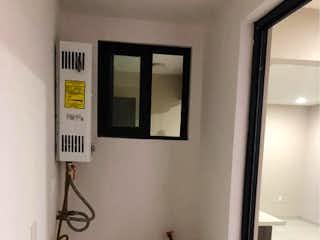 Un cuarto de baño con lavabo y espejo en Departamento en venta en Santa úrsula Coapa, 76m²