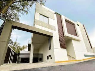 Un edificio con un reloj en el costado en Departamento en Venta en Lomas de Memetla Cuajimalpa de Morelos