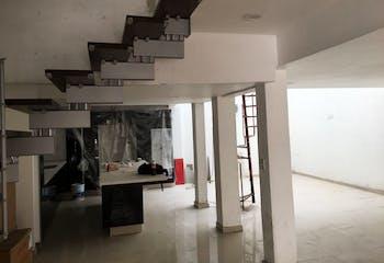 Casa en venta en Col. Del Valle Centro, 350 m² con jardín