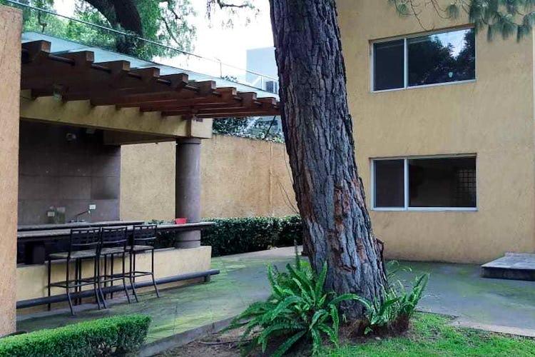 Portada Casa en venta en Jardines del Pedregal, 808 m² con jardín