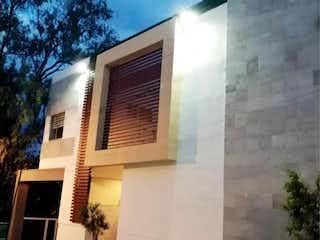 Un edificio que tiene una ventana en él en Departamento en Venta en Lomas de Memetla Cuajimalpa de Morelos