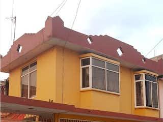 Una casa que tiene una ventana en ella en Casa en Venta en Unidad Hab Ejercito de Oriente Iztapalapa
