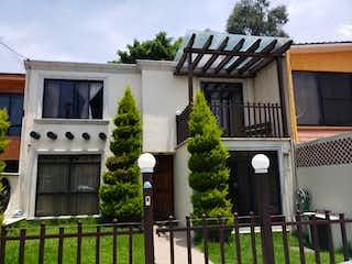 Un edificio con un reloj en el costado en Casa en Venta en San Juan Tepepan Xochimilco