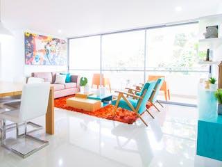Una sala de estar llena de muebles y una mesa en Bangkok