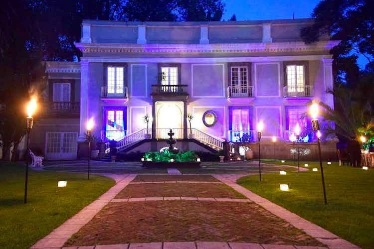Portada Casa en venta en Barrio La Concepción, 1,100 m² con alberca