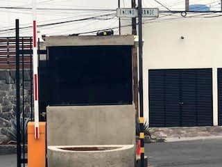 Un semáforo sentado al lado de una calle en Casa en venta en Tetelpan de 3 hab.