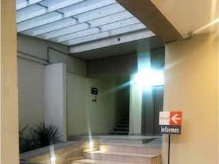 Un cuarto de baño con lavabo y un espejo en Departamento en Venta en San Miguel Amantla Azcapotzalco