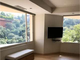Una sala de estar con un sofá y un televisor en Departamento en Venta en Lomas de Vista Hermosa Cuajimalpa de Morelos