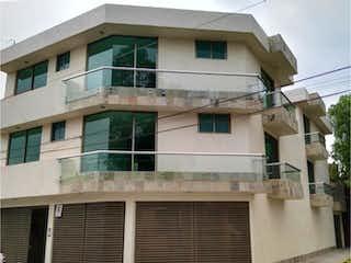 Un edificio con una ventana y una ventana en Departamento en Venta en Magisterial Tlalpan
