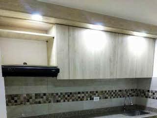 Una cocina con horno y armarios en Venta Apartamento Rionegro Nuevo