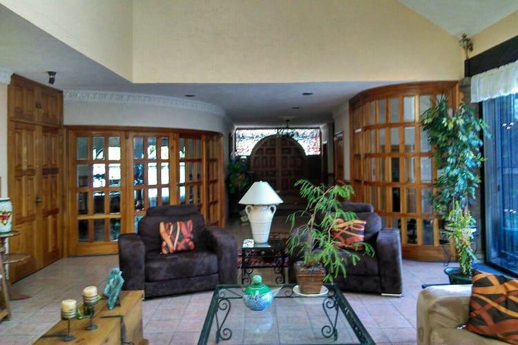 Portada Casa en venta en Jardines del Pedregal, 841 m² con jardín